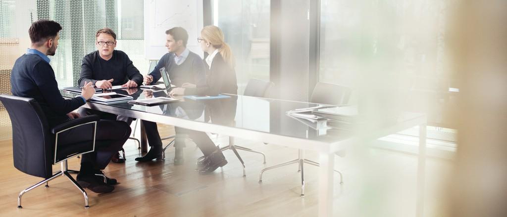 4361_business-meeting_print_cmyk_03NOV15-S
